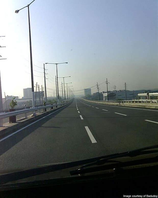 Southbound lane of the Metro Manila Skyway.