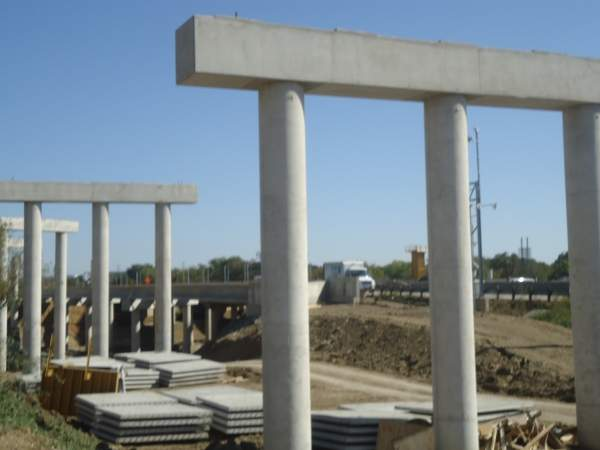 Columns and caps on the westbound Interstate Highway 820 frontage road looking east. Image courtesy of NTE Mobility Partners.