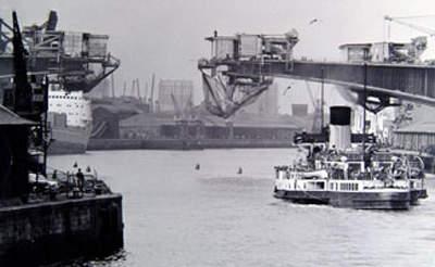 Construction of the main bridge span.