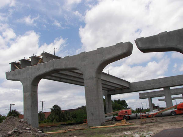 Four girders raised over the T-span structures. Image courtesy of Florida Department of Transportation.