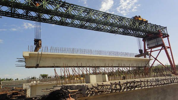 The overpasses are supported by 73t girders, reinforced concrete piers and stone structures. Image courtesy of Ethiopian Roads Authority.