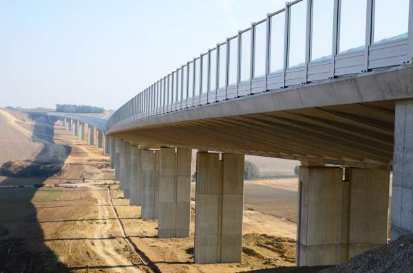 R1 Expressway Slovakia includes ten new major junctions, 81 bridges, 53 overpasses, 12 underpasses, 14 large culverts and numerous small culverts. Image courtesy of Granvia.