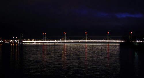 The Munksjö Bridge at night showing the Hecker lighting on top of the masts.