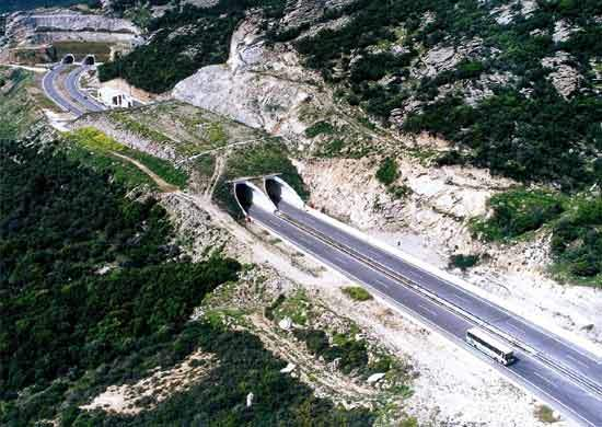 49.5km of the entire Egnatia Odos will be underground in a total of 69 twin bore tunnels. Standard tunnel design along the highway provides for two traffic lanes, each 3.75m wide, with a maximum clearance of 5m.
