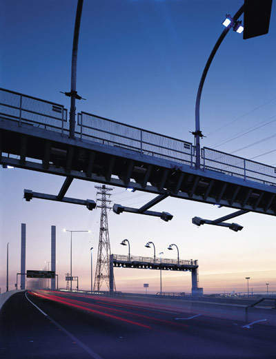 When passing through a toll zone, the vehicle's e-TAG is detected by a scanner mounted on a gantry above the road and the identifying number is recorded.