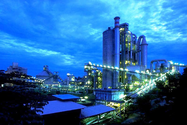 CEMEX supplied cement for the Samar road project from its APO cement plant in Visayas, Philippines. Image courtesy of CEMEX.
