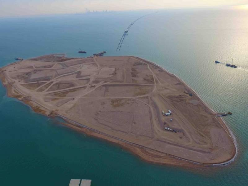 The artificial islands feature amenities such as fuel stations and maintenance facilities. Image courtesy of Kuwait Ministry of Public Works.