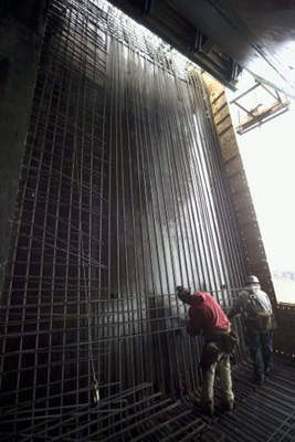Construction of the reinforcing metal for the concrete castings.