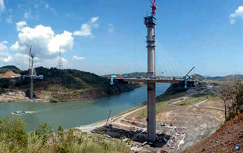 The design of the Puente Centenario conforms to the AASHTO standard specifications for highway bridges and AASHTO guidelines for segmental concrete bridges.
