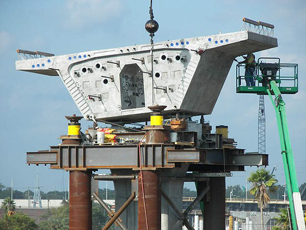 The bridge segments being erected; the one mile-long route consists of 35 bridges in total. Image courtesy of Florida Department of Transportation.