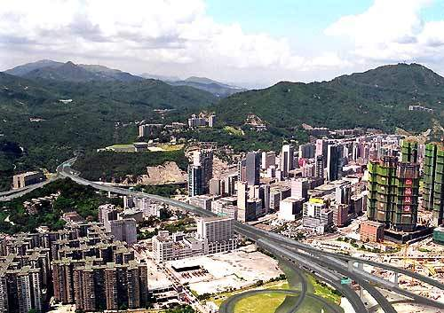 The Lai Chi Kok Viaduct is a 1.43km, dual three-lane elevated carriageway from Lai Wan Interchange to Butterfly Valley.