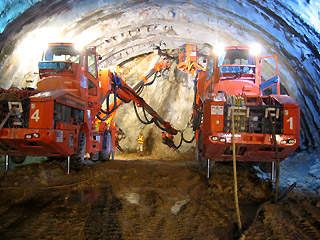 Eagle's Nest Tunnel was constructed by two jumbo tunnelling units drilling side-by-side.