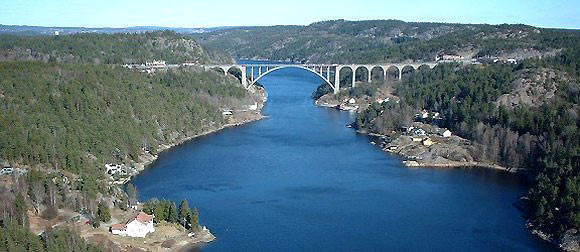The Svinesund Road Bridge, connecting Norway and Sweden across the Ide Fjord, is one of the world's largest single arch bridges. The bridge officially opened to traffic on Sunday 12 June 2005.