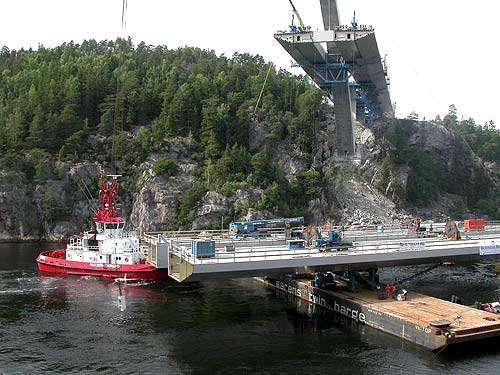The middle section of Svinesund Bridge was lifted into place from barges on the river.