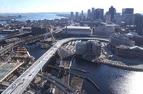 The Storrow Drive Connector Bridge won the 2001 National Steel Bridge Alliance (NSBA) Prize Bridge Award in the Medium Long Span category.