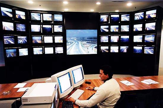 The Traffic Management Centre monitors any likely incidents, and coordinates and activates immediate intervention and assistance 24 hours a day.