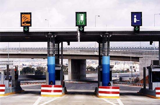 Toll stations are located at the interchanges leading to the Attiki Odos and the toll fare will be paid when entering the motorway.