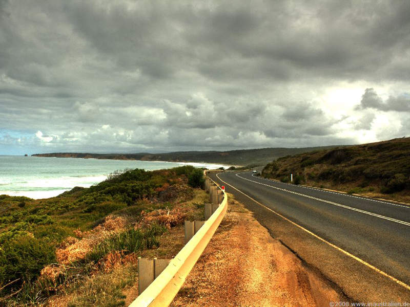 The Great Ocean Road was built in memory of the soldiers who were martyred in World War I. Image courtesy of Eulinky.