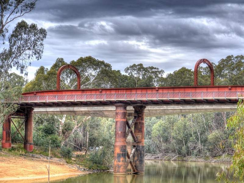 The project will complement the old Murray River Road and rail bridge. Image courtesy of Chris Fithall.