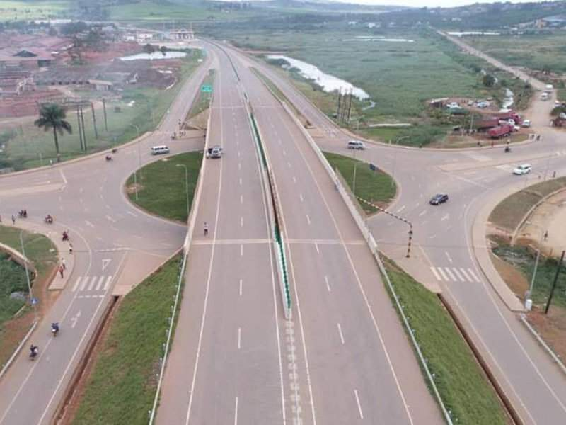 The Kampala-Entebbe Expressway has four interchanges at Busega, Kajjansi, Mpala and Lwaza. Image courtesy of Ministry of Works & Transport.