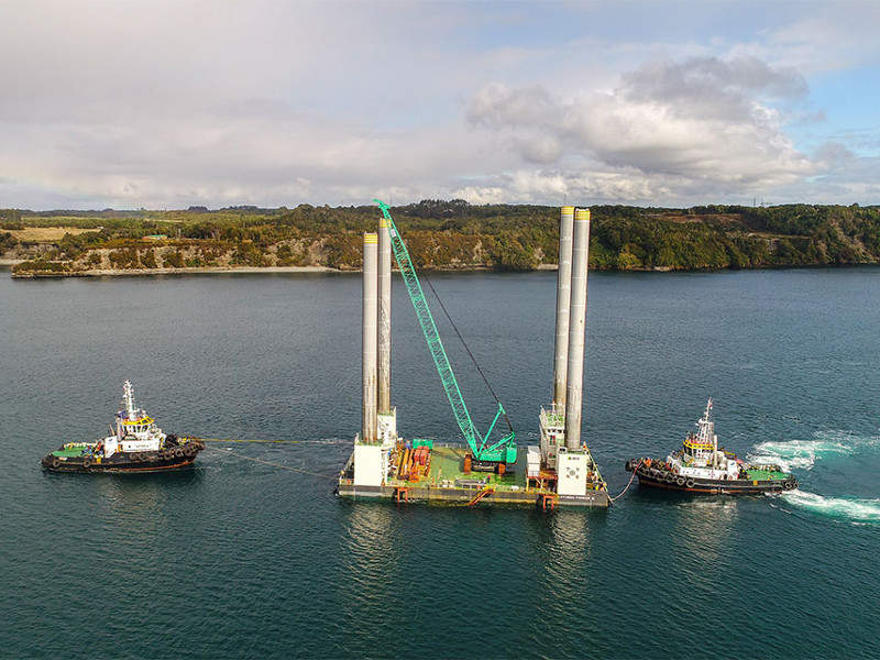 The Pioneer III jack-up platform serves as the operations base for the construction of the bridge. Credit: SAAM.