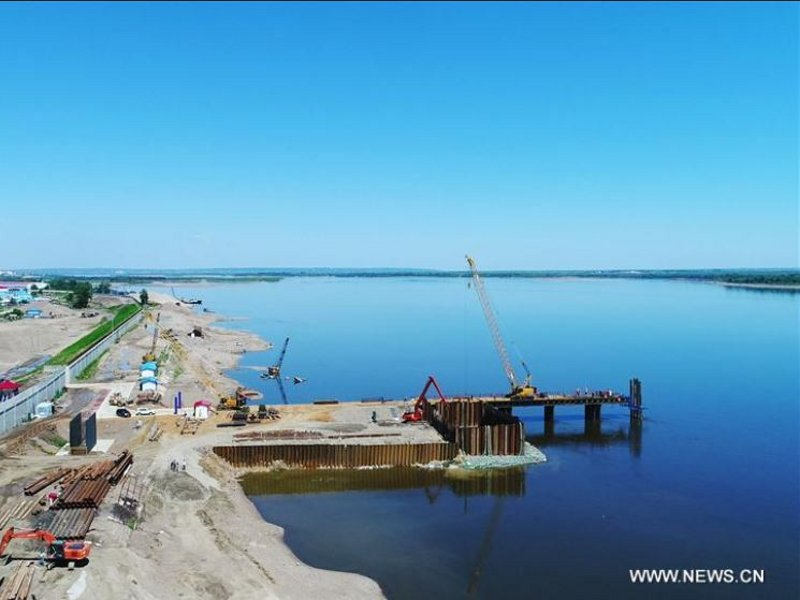 The highway cum bridge project connects Jilin-Heilongjiang expressway in China to a highway in Blagoveshchensk region of Russia. Images courtesy of Xinhua/Wang Jianwei.