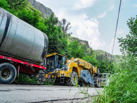XCMG applies recycling technology on G239 highway project in China