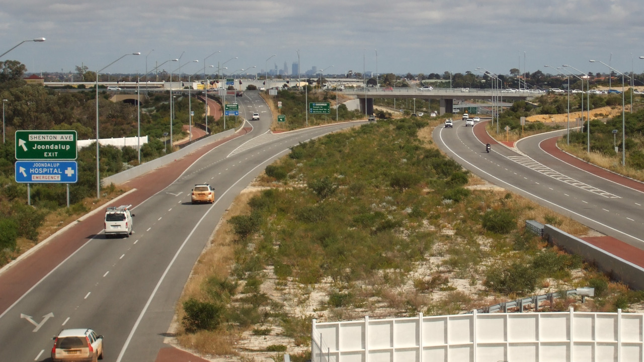 The Mitchell Freeway carries up to 180,000 vehicles a day. Credit: Outrune.